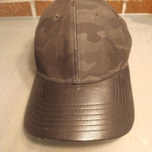 Gents camo and leather cap